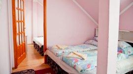 Classic manzárd jellegű klímás összenyitható szobás családi szoba