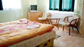 Földszinti két összenyíló hálószobás családi lakrész